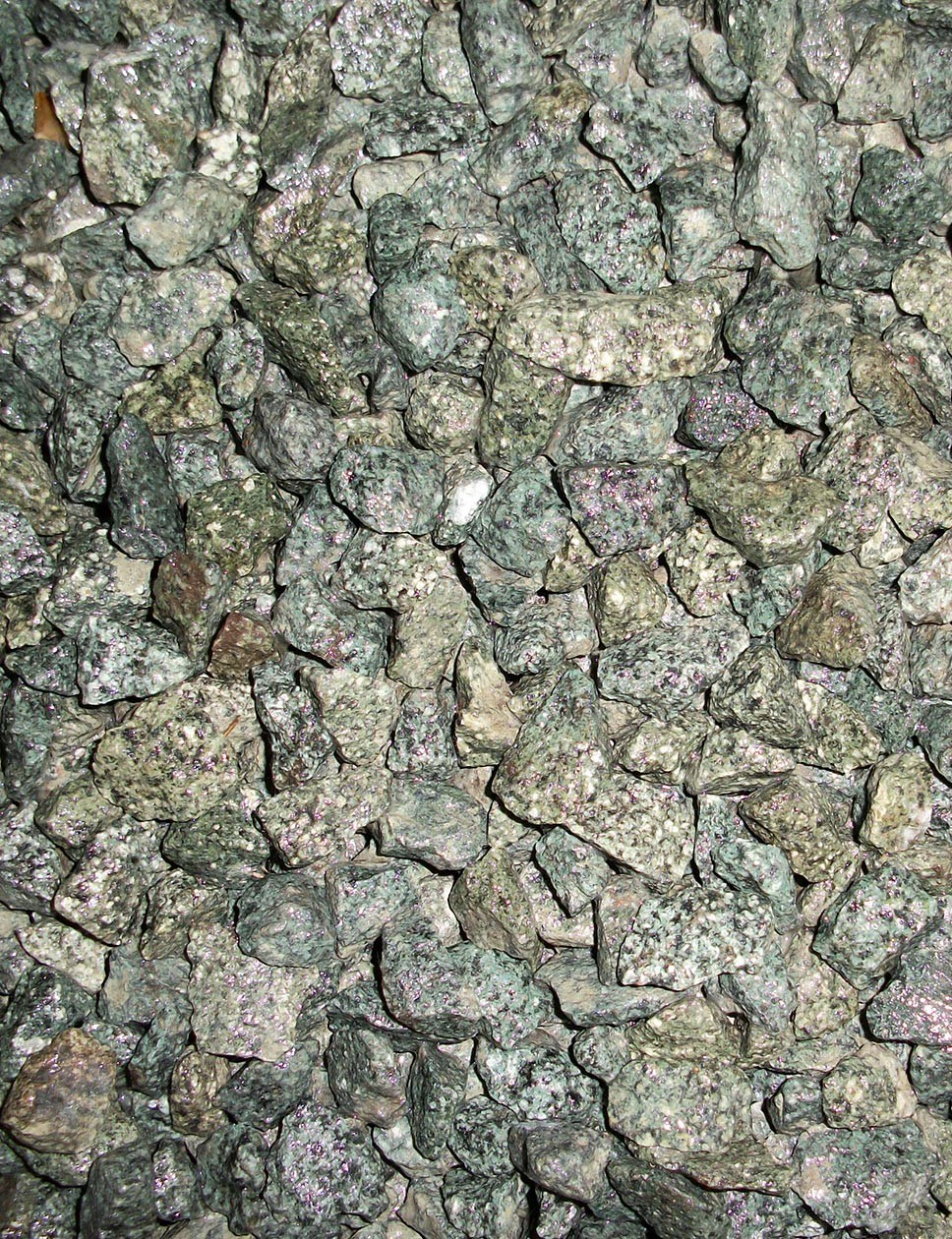 Green granite chippings 16mm